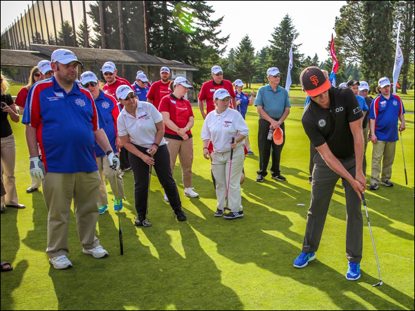 Webb Simpson gives a putting clinic at Meadow Park
